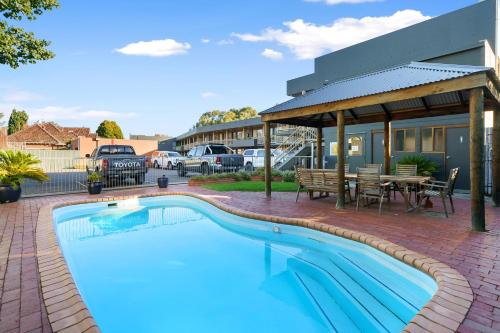 The swimming pool at or near City Reach Motel