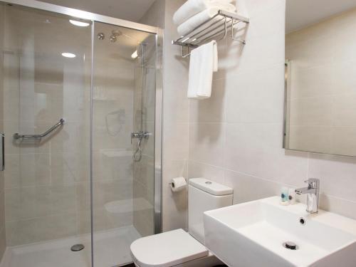 Un baño de Hotel Lux Santiago