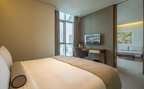 A bed or beds in a room at InterContinental Dubai Marina, an IHG Hotel