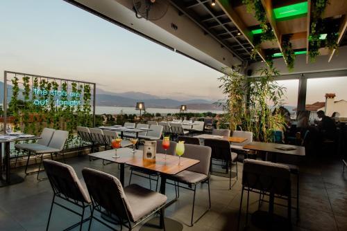 מסעדה או מקום אחר לאכול בו ב-Saz City Life Hotel