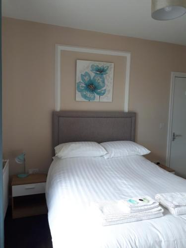 A bed or beds in a room at breeze b&b
