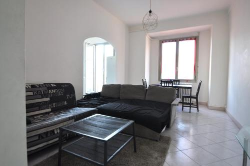 A seating area at Charming apartment close to the center