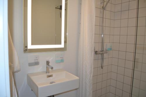 Et badeværelse på Refborg Hotel