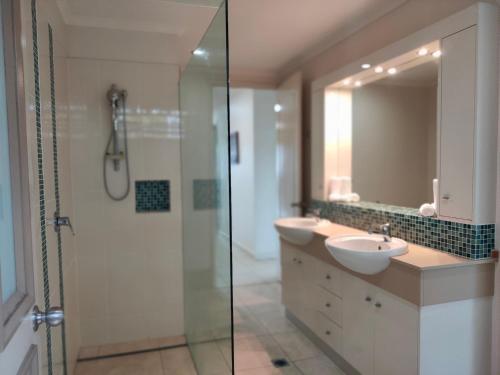 A bathroom at Restashore