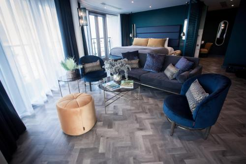A seating area at Bliss Hotel Southport