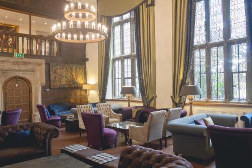 Lounge oder Bar in der Unterkunft Boringdon Hall Hotel and Spa