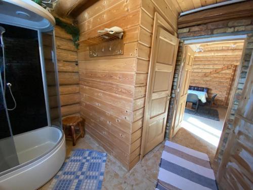 A bathroom at Avoti