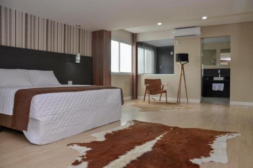 Uma TV ou centro de entretenimento em M Tower Hotel