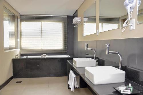 Um banheiro em M Tower Hotel