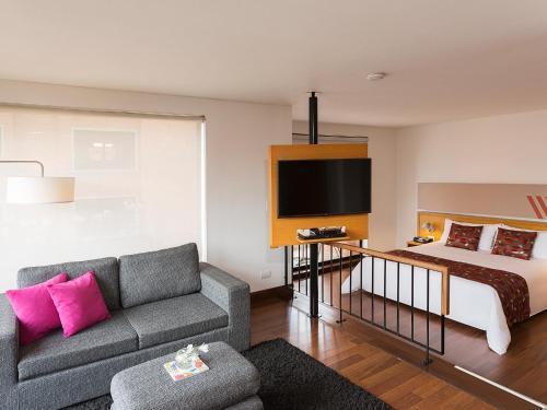Zona de estar de Hotel bh La Quinta