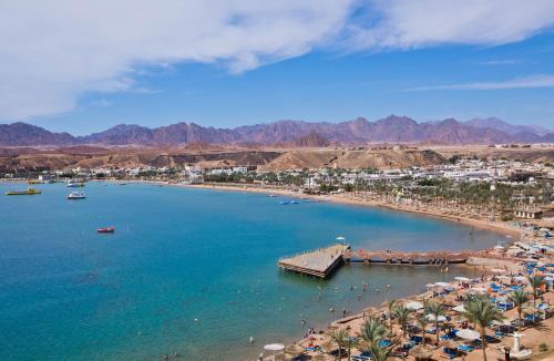 Een luchtfoto van Albatros Sharm- Families and couples only