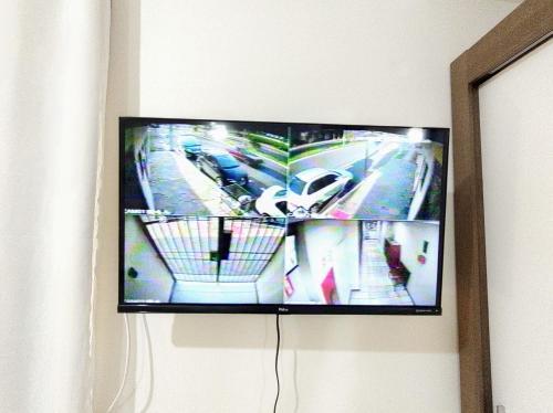A television and/or entertainment centre at Loft Mid Century Moderno Centro São Leopoldo Com Net Wi-Fi Netflix!