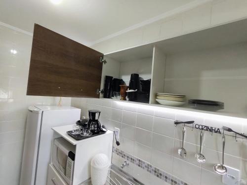 A bathroom at Loft Mid Century Moderno Centro São Leopoldo Com Net Wi-Fi Netflix!