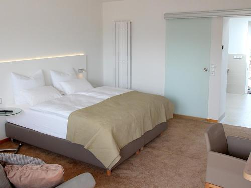 A bed or beds in a room at Boutique Hotel Villa Katharina