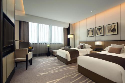 A bed or beds in a room at InterContinental Shanghai Hongqiao NECC, an IHG Hotel