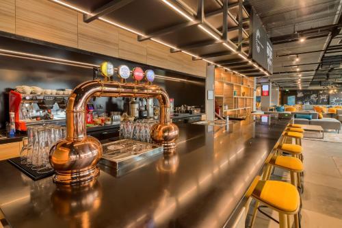 Zona de lounge sau bar la ibis Timisoara City Center