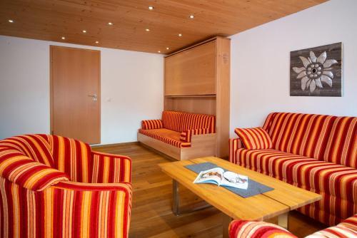 Ein Sitzbereich in der Unterkunft Hotel Bellevue