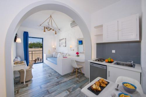Cucina o angolo cottura di Seagull Hotel and Apartments