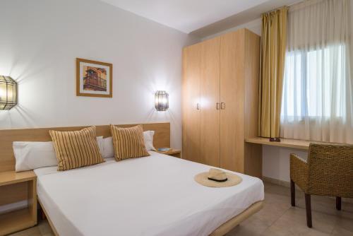 A bed or beds in a room at Pierre & Vacances Village Terrazas Costa del Sol