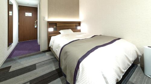 A bed or beds in a room at Kochi Pacific Hotel