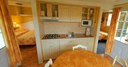 A kitchen or kitchenette at RESIDENCE TORRE DEL FAR