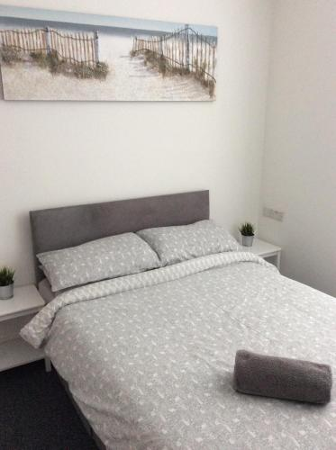 A bed or beds in a room at Hillcrest Studio Apartments