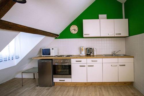 A kitchen or kitchenette at Cozy Studio in city center, well connected - 47 m2