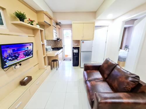 A seating area at Aya Stays 3 at Parahyangan Residence