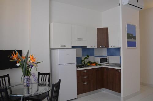 A kitchen or kitchenette at Case Maiori