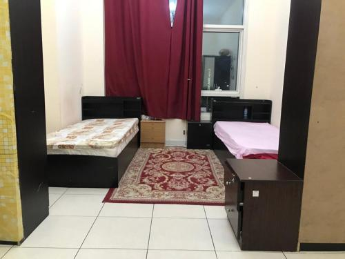 A bed or beds in a room at Affordable couple rooms next to Metro and near to all tourist destinations