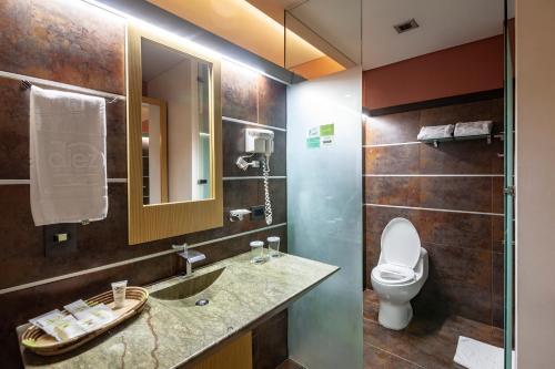 A bathroom at Diez Hotel Categoría Colombia