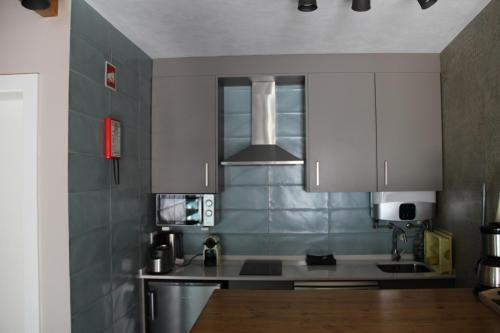 A kitchen or kitchenette at Trendy House