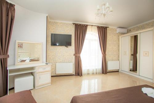 A television and/or entertainment centre at Guest House Zamok u morya