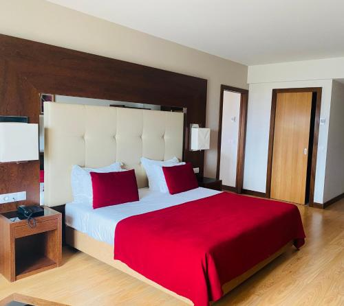 A bed or beds in a room at Placido Hotel Douro - Tabuaco