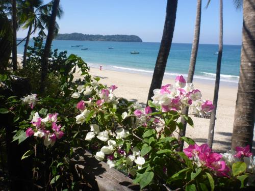 Private House Ngapali Beach Front 4 Rent