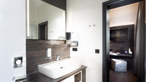 A bathroom at Boutique Hotel Germania