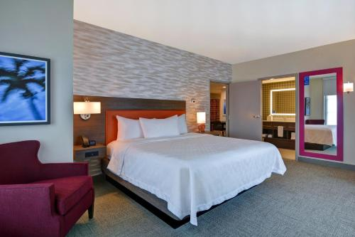 A bed or beds in a room at Home2 Suites By Hilton Orlando Flamingo Crossings, FL