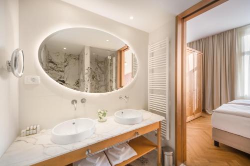 A bathroom at Grand Hotel Union