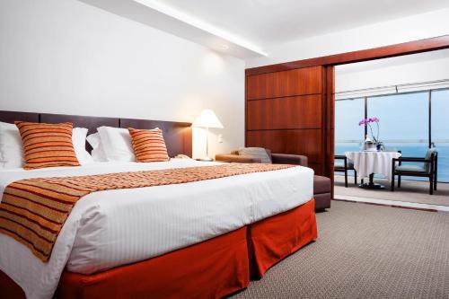Postel nebo postele na pokoji v ubytování Rio Othon Palace