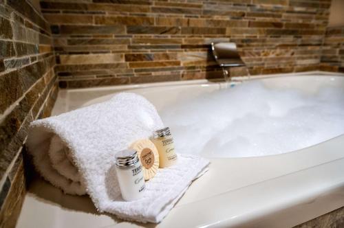A bathroom at Best Western Plus Arroyo Roble Hotel & Creekside Villas