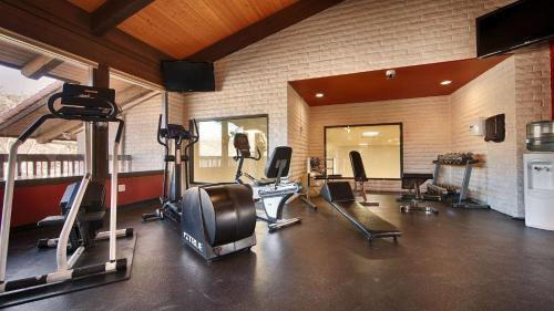 The fitness center and/or fitness facilities at Best Western Plus Arroyo Roble Hotel & Creekside Villas