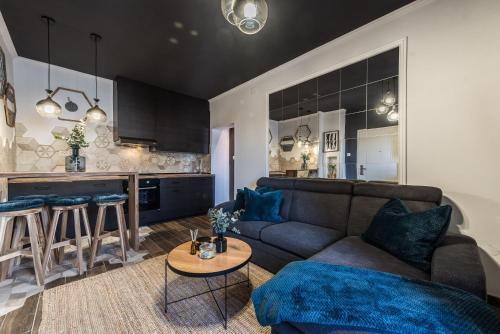 A seating area at Apartments Marant