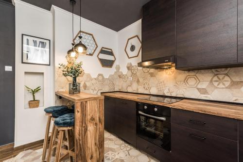 A kitchen or kitchenette at Apartments Marant