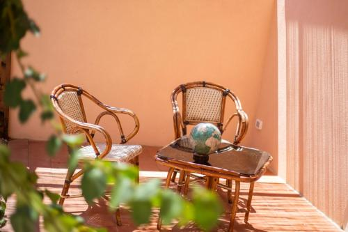 A seating area at Hotel Fabricia