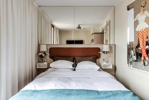 A bed or beds in a room at Berns, Historical Boutique Hotel & House of Entertainment since 1863
