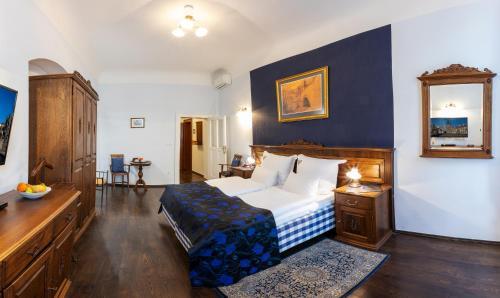 A bed or beds in a room at Residence U Černého Orla