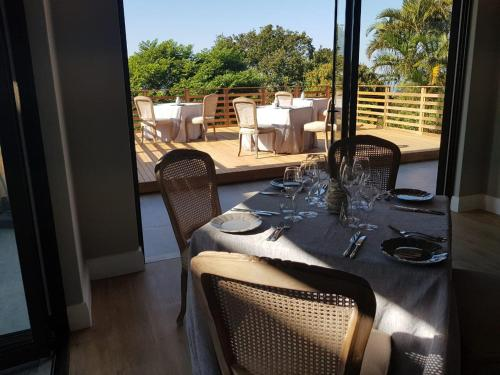 A restaurant or other place to eat at Endless Horizons Boutique Hotel