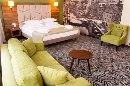 A bed or beds in a room at Kaiserhof Hotel