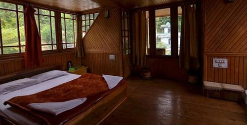 A bed or beds in a room at Odyssey's Darap Eco Retreat (Sukhim Homestay)