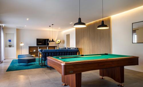 A pool table at Hotel Mediteran - Liburnia